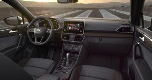 Sicht des Beifahrers auf das SEAT Tarraco Cockpit