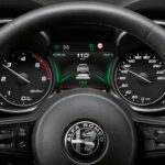 Alfa Romeo Stelvio MY20 Detailansicht Cockpit inkl Anzeige adaptivem Tempomat