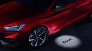 Aussansicht neuer SEAT Leon mit Bodenbeleuchtung