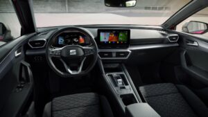 Ansicht Cockpit des neuen SEAT Leon aus Fahrersicht