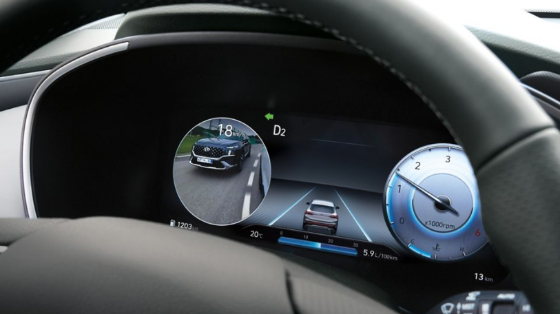 New Hyundai Santa Fe Auto Windlin Ansicht aktiver Totwinkel Assistent im Cockpit Santa Fe